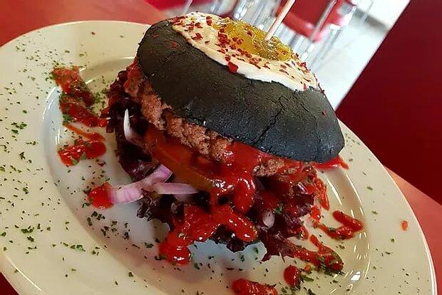 nur noch bis 31.10.18: Black Ghost Burger