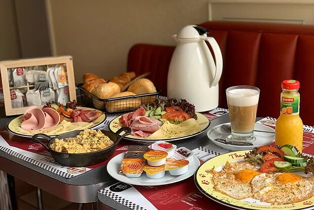 Frühstück von 9 – 12 Uhr Fr + Sa + So