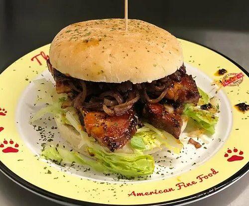 Monatsspecial Mai & Juni: Pork Belly Burger